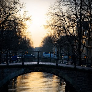 Amsterdam-canal-02