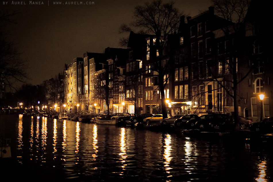 Amsterdam-canal-at-night-01