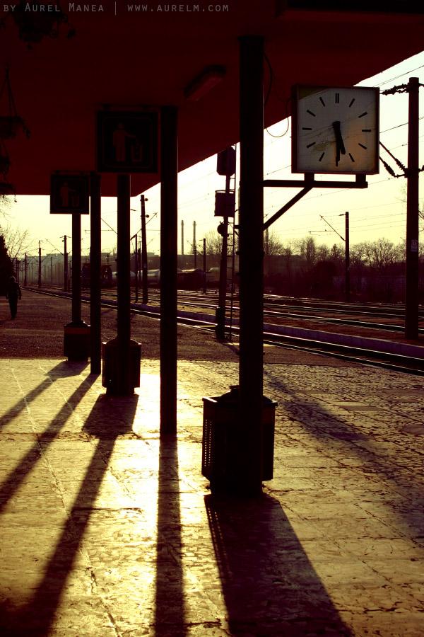 Baneasa-train-station-clock