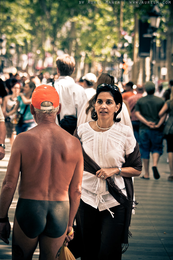 Barcelona-naked-old-man-with-tattoos-06