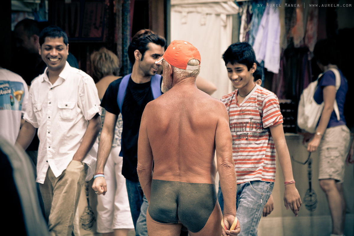 Barcelona-naked-old-man-with-tattoos-13