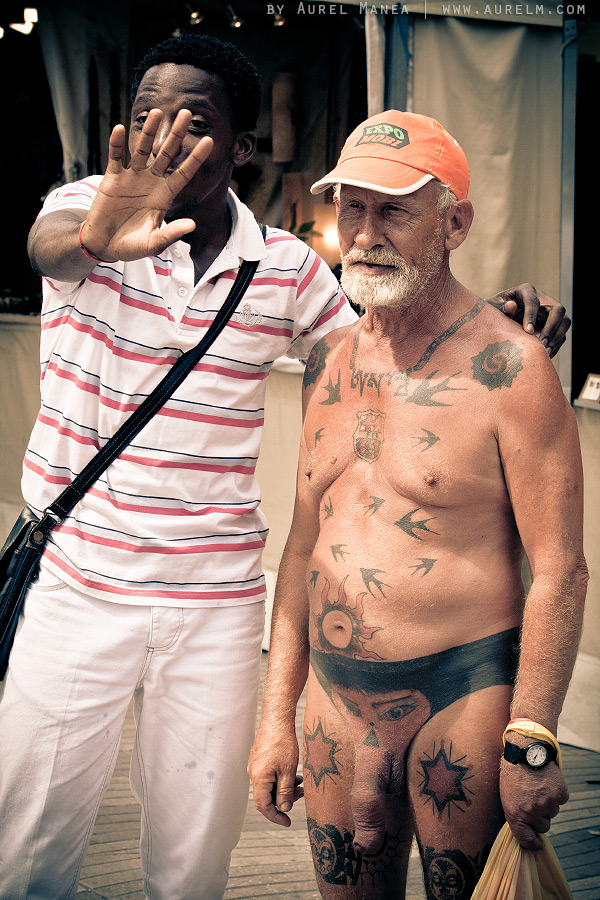 Barcelona-naked-old-man-with-tattoos-18