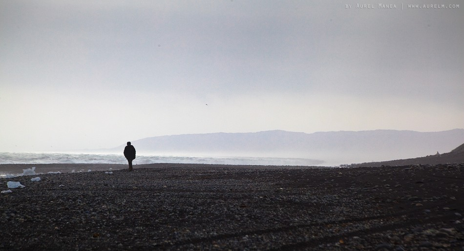 Iceland-Jokulsarlon-man-on-beach-01