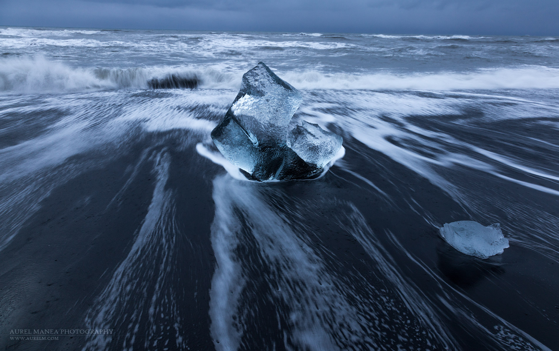 Iceland-ice-on-the-shore-in-Jokulsarlon-23
