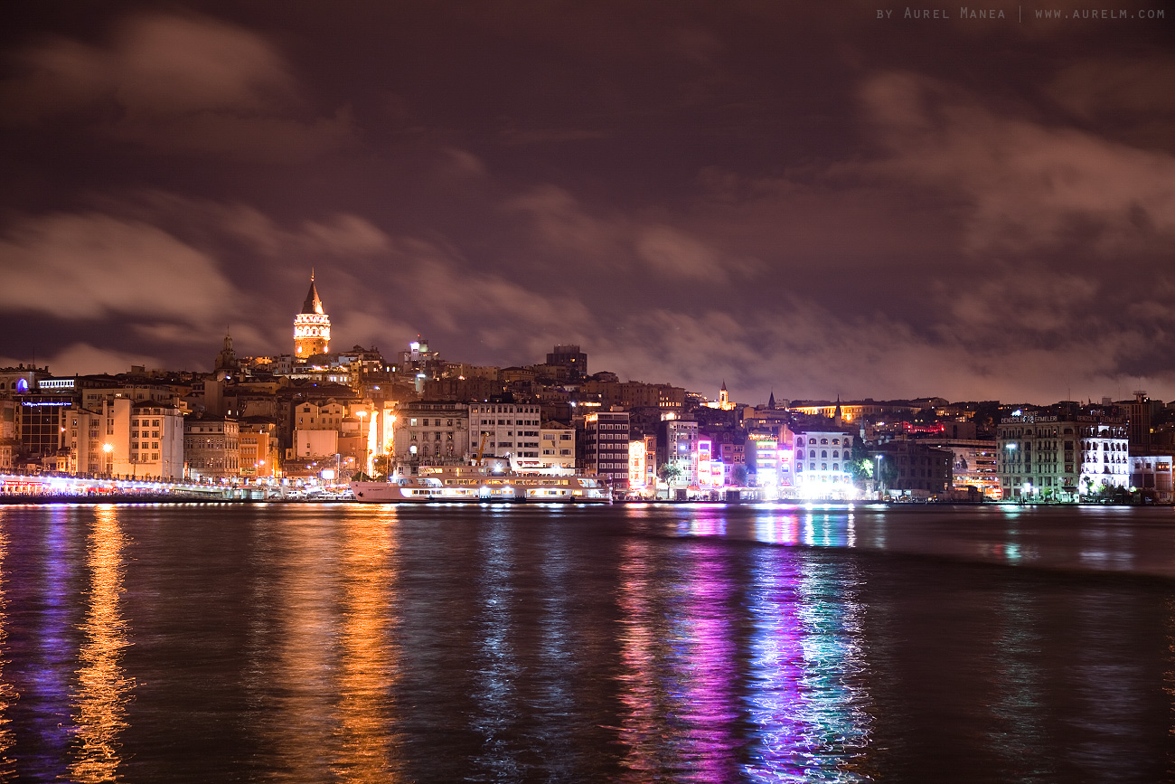 Istanbul-docks-by-night-03