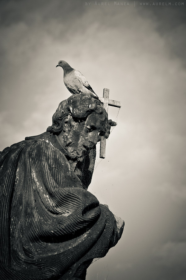 Prague-old-statue-01