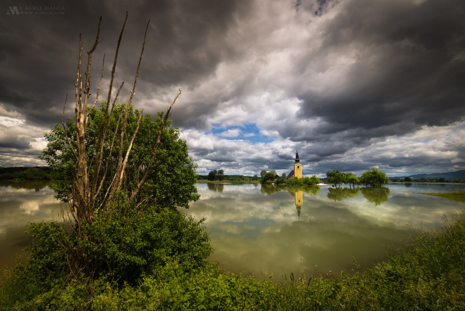Slovenia-flooded-church-01